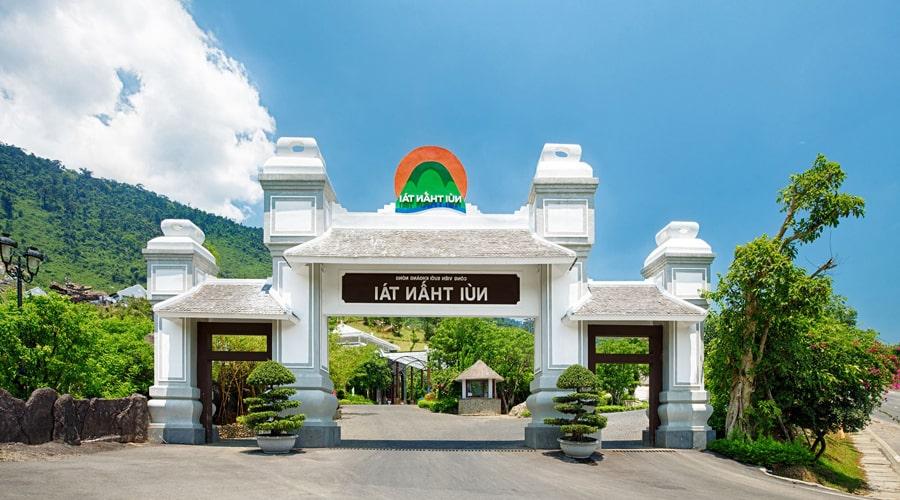 Khu cổng chào du lịch núi thần tài